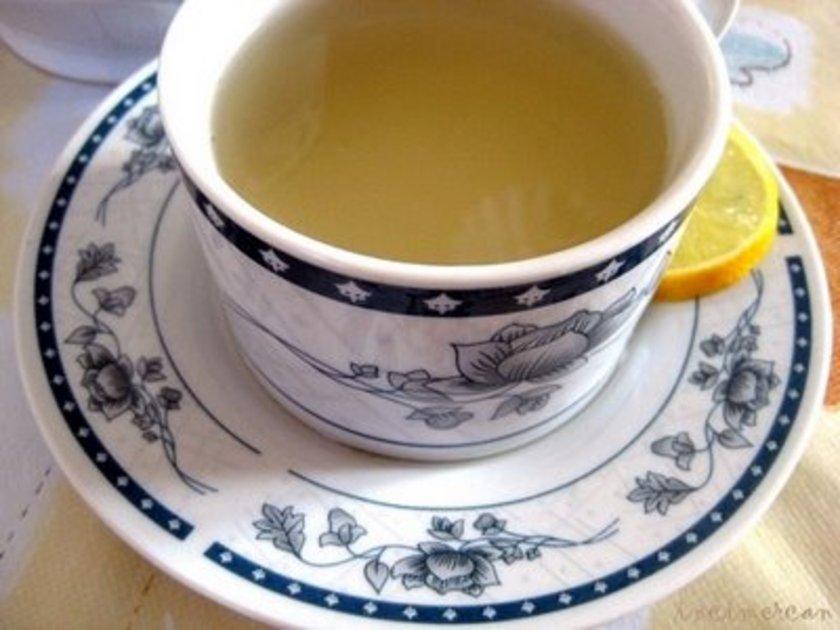 Zencefil çayı hamilelerde bulantı ve kusmaya karşı kullanılan güvenilir bir çay olmasına rağmen günde 1 gramdan fazla zencefil almak rahim hareketlerini artırarak anne adayının düşük riskini artırabiliyor.