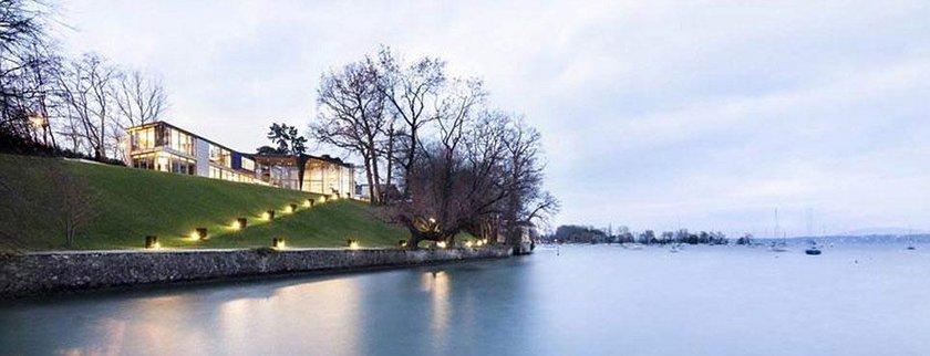 İSVİÇRE'nin Cenevre kenti sınırları içindeki Genthod kasabasından Cenevre Gölü'ne bakan rüya gibi bir ev dün satışa çıkarıldı.