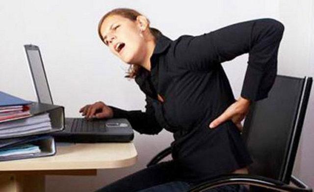 Uzun süre bilgisayar başında oturmak bel boyun fıtığı gibi çok sayıda hastalığa neden oluyor.