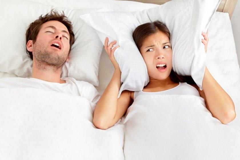 Uykuda solunum kesilmesi gibi belirtileri olan horlama ciddi sağlık sorunlarına yol açabilir. Sabah yorgun kalkılması ve gün içi uykulu durumlar mutlaka tedavi gerektirir.