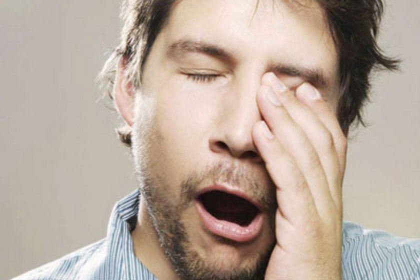 Alkol, uyku yapısında kısa süreli uyanıklıklara neden olduğu için kaliteli bir uyku sağlayıcı değildir.