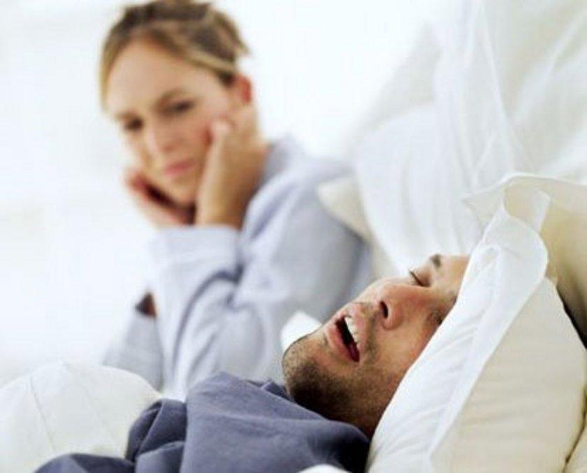 Horlama, uyku esnasında üst solunum yolu kas yapısının bozulmasıyla nefes alma güçlüğü oluşması ve bunu açmak için yapılan zorlu solunum esnasında titreşen dokuların sesidir.