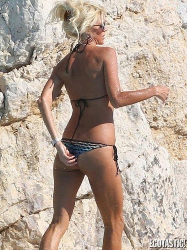 Beyaz bikinili Victoria