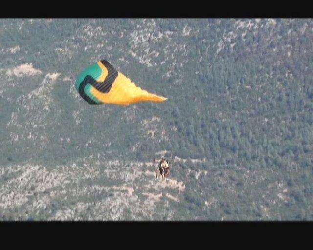 Babadağ'dan tekli atlayış yapan Norveçli turist Owind Halvodrsen, 200 metreden kayalıklara düşerek hayatını kaybetti.