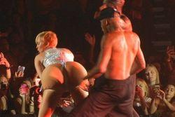 Miley Cyrus abarttı!