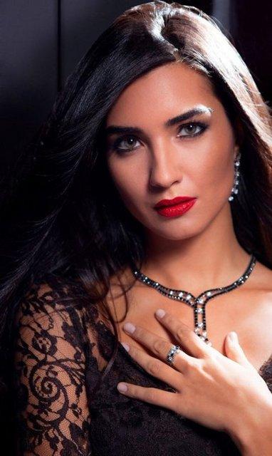 Ihlamurlar Altında, Asi, Gönülçelen dizileriyle Arap dünyasında geniş bir hayran kitlesine sahip olan Tuba Büyüküstün, dünyaca ünlü İspanyol mücevher markası Arte Madrid'in Ortadoğu ülkelerindeki yüzü oldu.