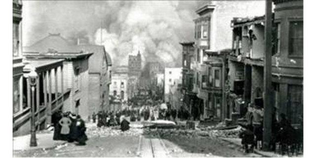 1906 Arnold Genthe Bu fotoğraf 18 Nisan 1906 tarihinde Arnold Genthe tarafından ödünç bir makine ile San Fransisco'da çekildi. Depremden sonra çıkan yangının fotoğrafçısı Genthe, Greta Garbo'yu dünyaya tanıtan adam olarak da anılıyor...