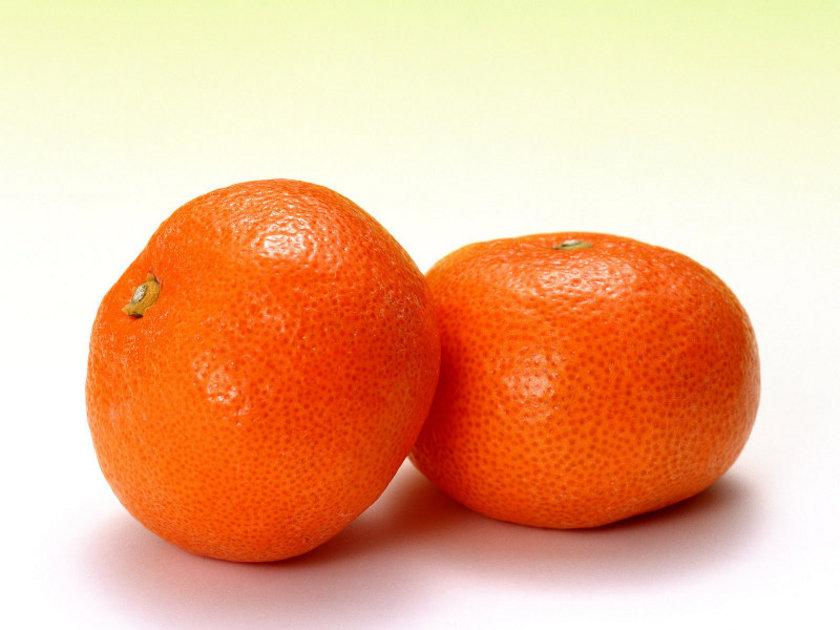 MANDALİNA: Zengin C vitamini içeriğiyle, soğuk algınlığına, nezle ve gribe karşı savunma mekanizmamızı güçlendirir. Ayrıca bazı besinlerden aldığımız demiri aktif hale getirerek bilişsel performansı arttırır.