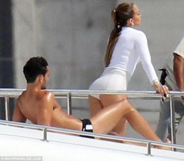 Jennifer Lopez, I luh ya papi adlı şarkısına öyle bir klip çekti ki...