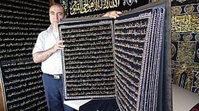 Siyah bez üzerine iplerle nakşedilen Kuranı Kerim'in işlenmesi, kontrol edilmesi ve ciltlenmesi tam 12 yıl sürmüş. Alanında ilk olma özelliği taşıyan Kur'an-ı Kerim, Guinness rekorlar kitabına da girecek.