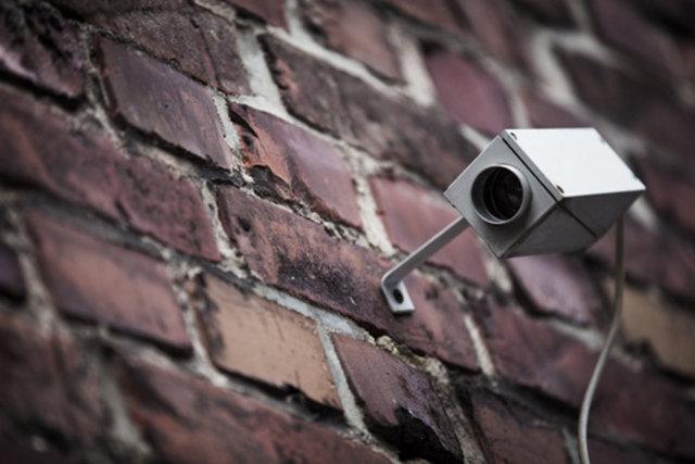 Evinizin etrafına sahte kameralar yerleştirin