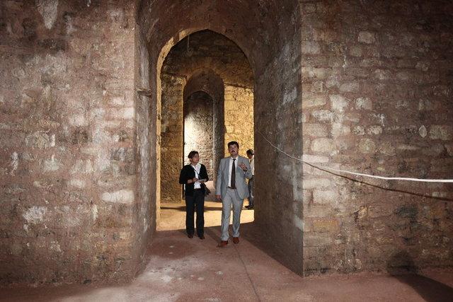 Nurosmaniye Camii'nde yapılan restorasyon büyük bir sürprize neden oldu.
