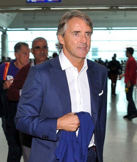 """La Gazzetta dello Sport, """"Conte'nin gözü, Galatasaray kulübesindeki Mancini'de"""" ve """"Galatasaray'ın gecesinde Mancini de var"""" başlıklarını kullandı"""