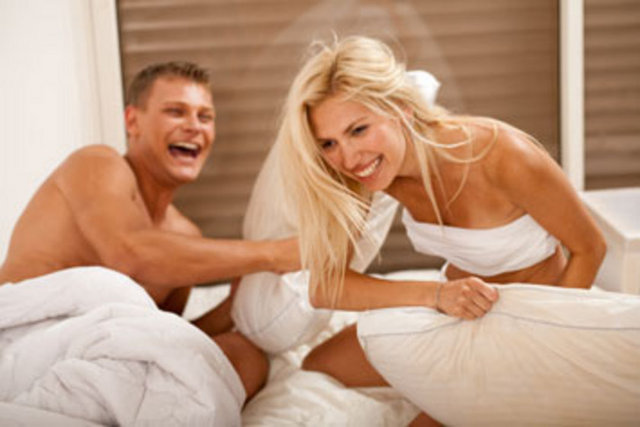 1. Birbirinizin en iyi arkadaşı olun. Seks önemini yitirdiğinde birlikte bir şeyler yapmaktan zevk alırsanız kopmazsınız.