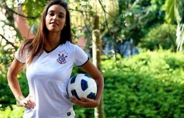 Brezilya'nın tanınan modellerinden Debora Nascimento, aynı zamanda kalecilik yapıyor