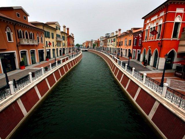 Çin Tianjin'de bulunan Florentia Village aslında  İtalya Venedik'in taklidi.
