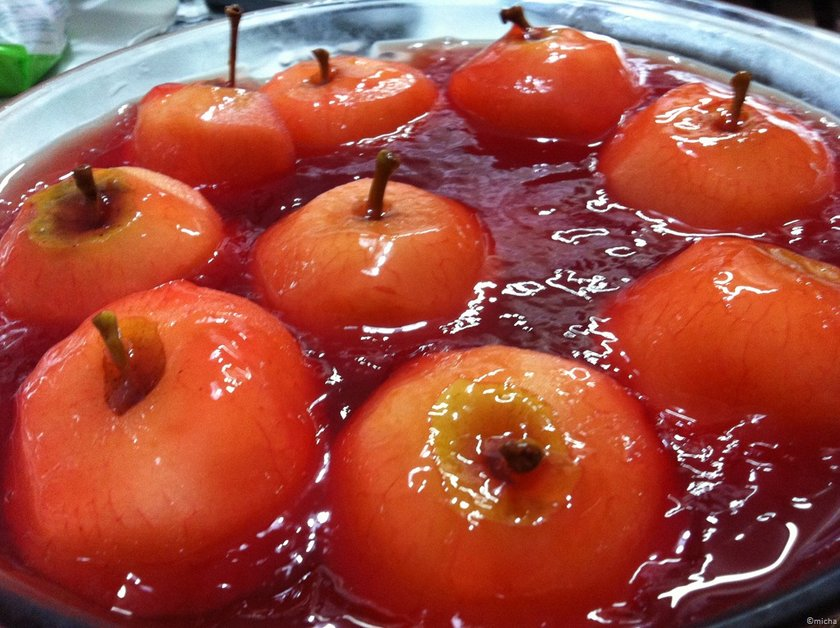 \n\n\n\nEvinize gelen misafirler için sağlıklı alternatifler arıyorsanız, ıspanak, pırasa, brokoli, karnabahar gibi sebzeleri kullandığınız alternatif yemekler hazırlayın. Sağlıklı bir tatlı çeşidi olarak kuru üzümlü ayva/elma tatlısı hazırlayabilirsiniz. \n\n\n