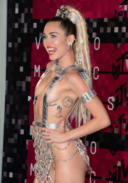 Yıldız Tilbe bu kez Miley Cyrus'a özendi
