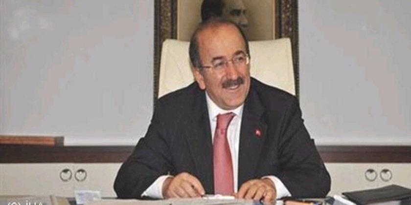 TRABZON... AK Parti'li Orhan Fevzi Gümrükçüoğlu 2009'da %47,79 ile kazanmıştı. Orhan Fevzi Gümrükçüoğlu yeniden Trabzon Büyükşehir Belediye Başkan Adayı oldu