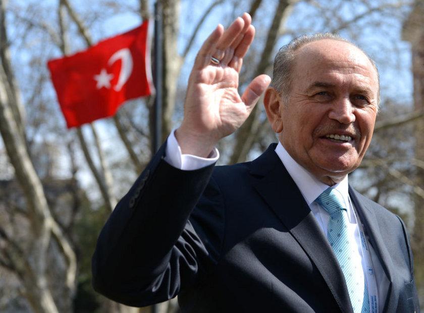 İSTANBUL... AK Parti'li Belediye Başkanı Kadir Topbaş, 2009'da %44,34 ile kazandı. Topbaş'ın bu seçimlerde de aday. Yeniden CHP'ye katılan Mustafa Sarıgül'ün de ana muhalefetin İstanbul adayı olması bekleniyor. MHP'nin adayı ise Rasim Acar oldu
