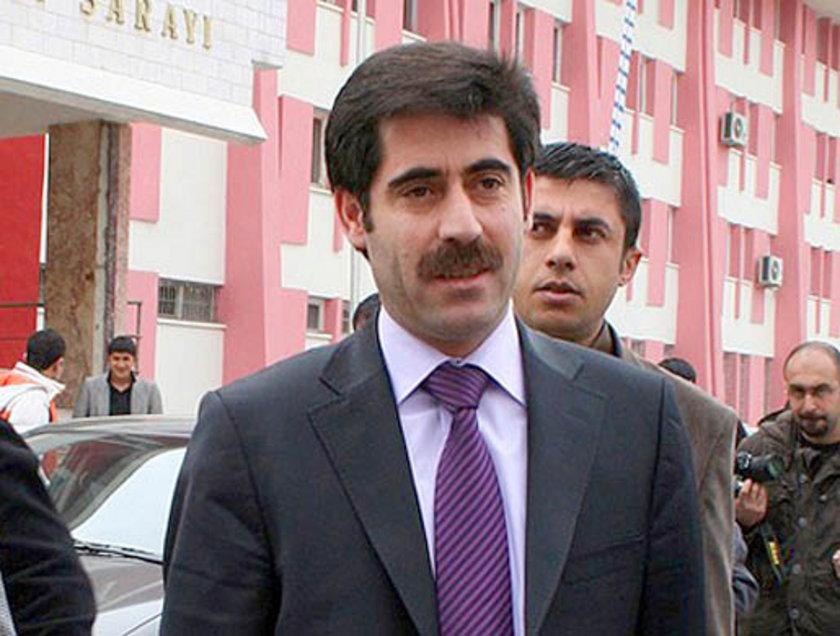 VAN... DTP'li Bekir Kaya 2009'da %53,54 ile kazanmıştı. Ak Parti Van Büyükşehir Belediye Başkan Adayı Osman Nuri Gülaçar oldu