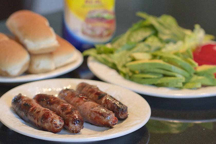 Yapılan araştırmalara göre sosis, salam, sucuk ve pastırma gibi işlenmiş et ürünlerinden günde 50 gram tüketmek, bağırsak kanserine yakalanma riskini yüzde 21 artırmaktadır.