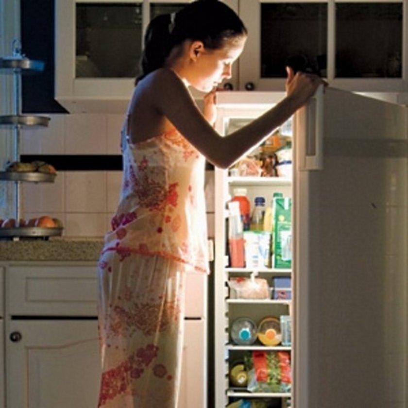 Gece sizi uyandıran insülin yüksekliği veya kan şekeri düşmesi yani hipoglisemi olabilir.