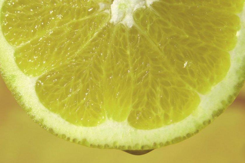Limon aynı zamanda C vitamini, B kompleks vitaminleri, kalsiyum, demir, magnezyum, potasyum ve lifle dolu bir gıda.