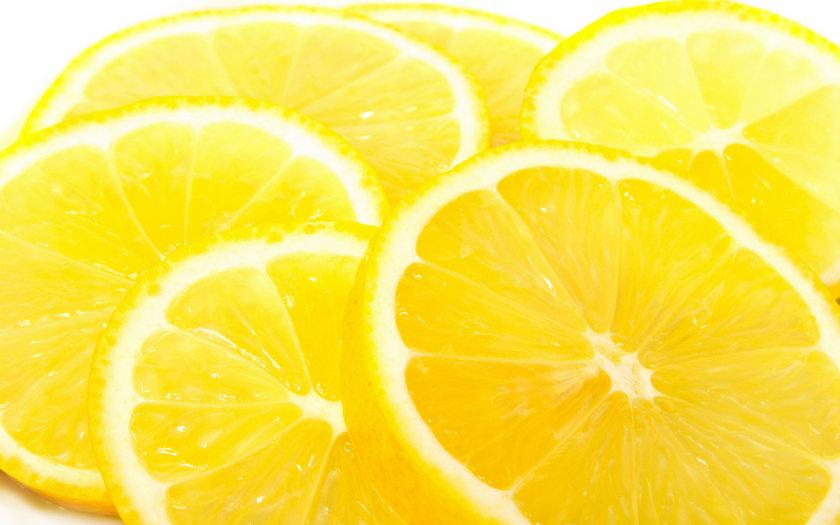 Kilo vermenize yardım eder: Limonun içerisinde bulunan pektin lifi açlıkla savaşmanıza yardım eder.