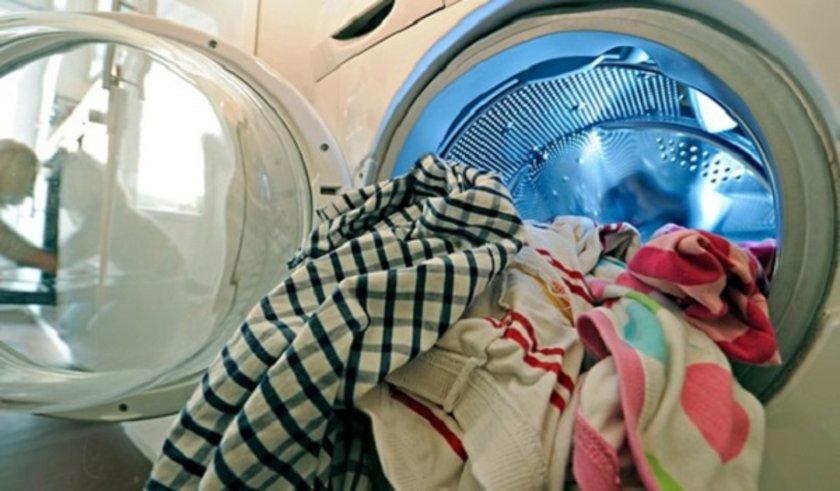 <p>Çamaşırlar gerekmedikçe yüksek ısıda yıkanmamalı.</p>