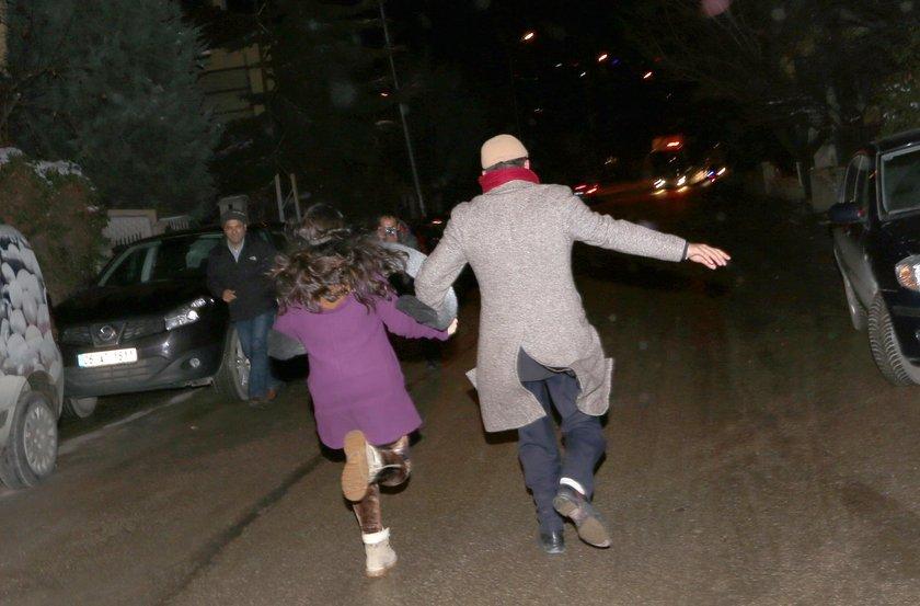 Balbay'ın otübüsünü görür görmez, kızı Balbay babasına koşarken görüntülendi.