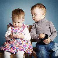 Bebeklerin oyuncak yerine oynadığı eşyalar