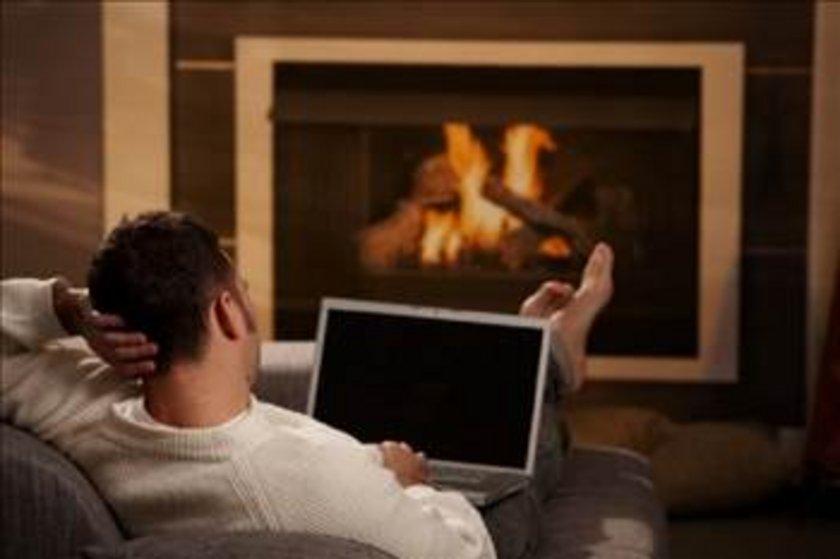 EVİ ÇOK SOĞUK TUTMAK: Isı derecesini tam ayarında tutturmak iyi bir uyku için oldukça önemli, nasıl çok sıcak bir oda gece boyunca sizi uyutmuyorsa çok soğuk bir oda da uyumanıza yardımcı olmaz.