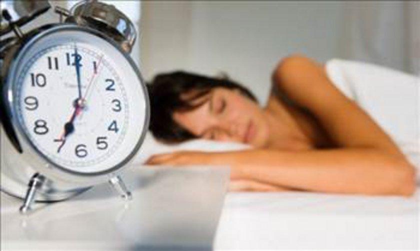 EVI ÇOK SICAK TUTMAK: Sıcaklığı arttırmak akşamı geçirmek için kolay bir yol olabilir, ancak uykunuzdan gerçekten intikam alabilir.