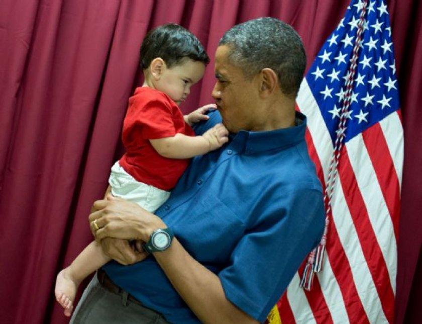 ABD Başkanı Barack Obama'nın hem görev, kişisel ve aile yaşamından kesitler sunan, Beyaz Saray'ın resmi fotoğraf servisi şefi Pete Souza tarafından seçilen fotoğraflar yoğun ilgi topladı.