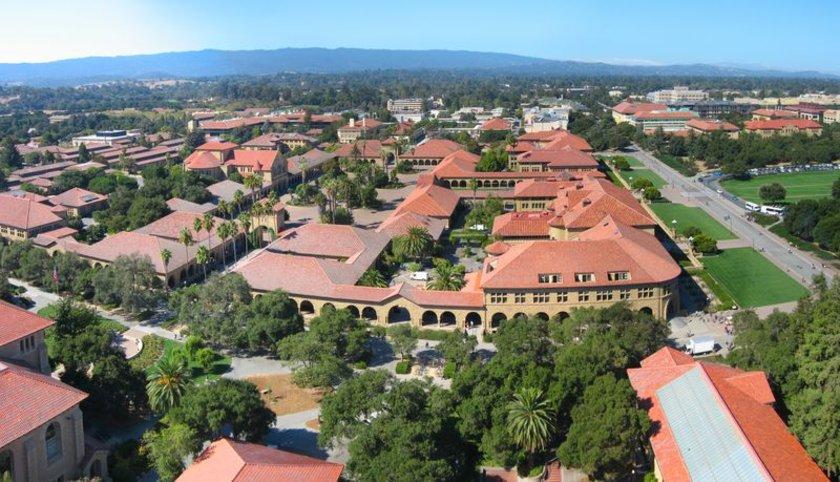 2- Stanford Üniversitesi<br>\nEski ABD Başkanı Herbert Hoover'ın yanı sıra, Güney Afrikalı girişimci Elon Musk bu üniversiteden mezundur.