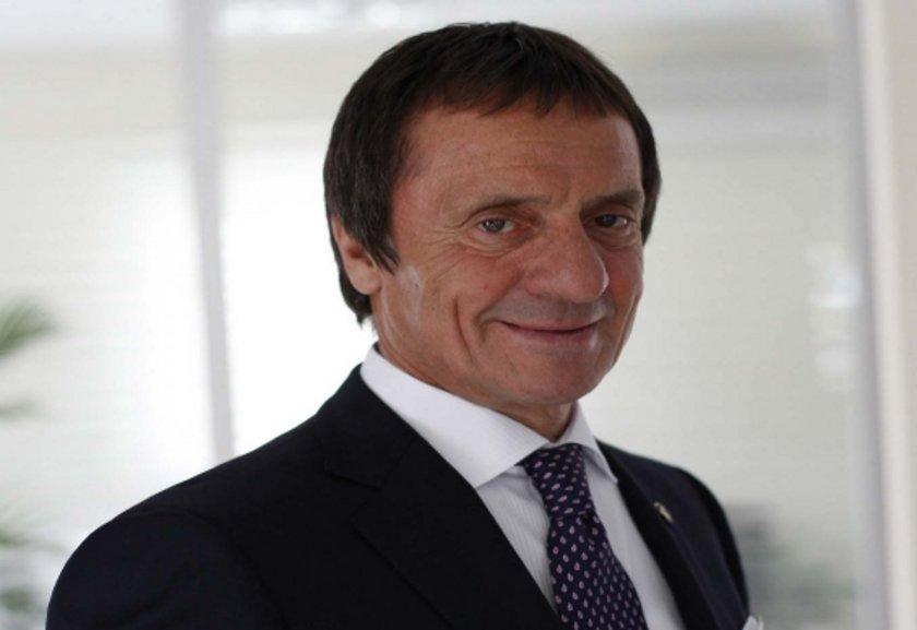 Ahmet Zorlu<br>\nZorlu Holding Yönetim Kurulu Başkanı.  İlkokuldan sonra ticarete atıldı.