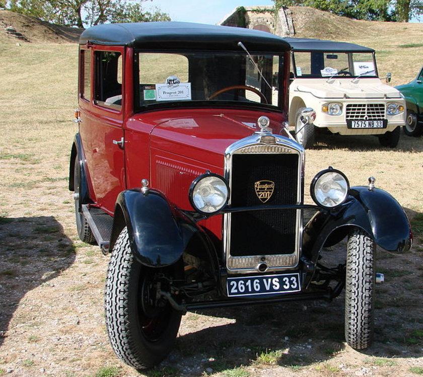 İŞTE PEUGEOT'NUN DİKKAT ÇEKEN DİĞER ESKİ MODELLERİ:\n\n1930 - Peugeot 201