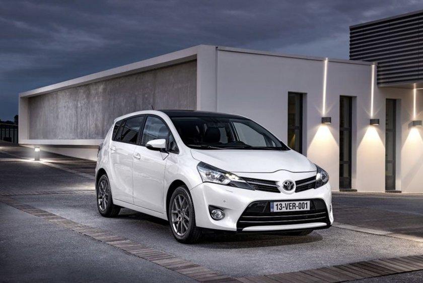 Toyota Hilux İlk üretim tarihi: 1968 Yaş: 46\n