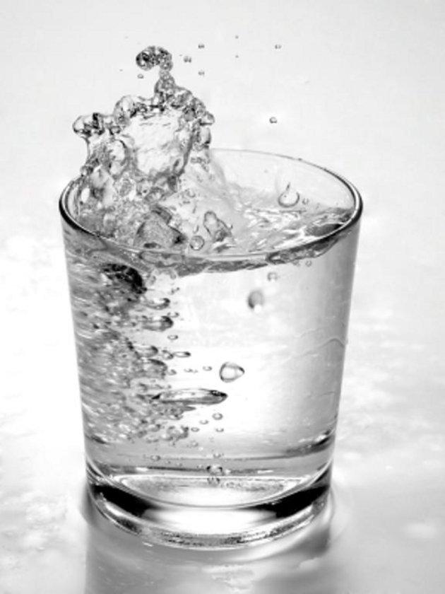 Maden suyu\n<br>Mide asidinin büyük bir bölümünü etkisiz hale getiriyor.