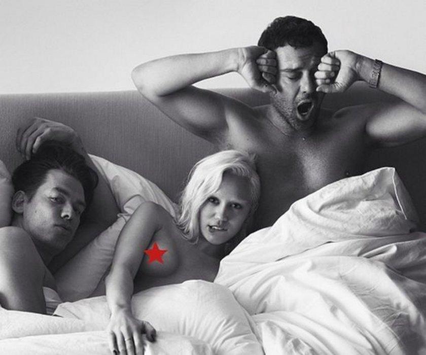 Трое девушка смотрят фильм а парень их ебет — photo 5