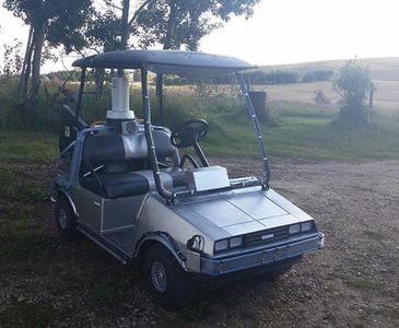 Golf arabasını otomobile dönüştürdü!