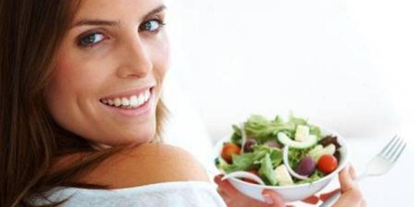 Tatlı yerine açlığınızı bastıracak sulu yemekleri tercih etmelisiniz.