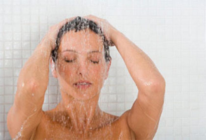 SICAK BİR DUŞ ALIN: Duş kaslarınızın gevşemesine sebep olur, buda uykuya kolay dalmanızı sağlar.
