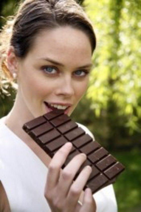 Çikolatayı çok seviyorsanız, her akşam bir parça (küçük tabi ki) çikolata yiyin.