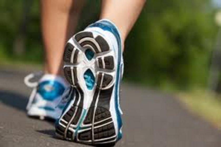 Dışarı çıkın. Günde en az 20 dakika dışarıda oturmaya ya da yürüyüş yapmaya özen gösterin. Çünkü gün ışığı yeme isteğinizi kontrol etmenize yardımcı oluyor.
