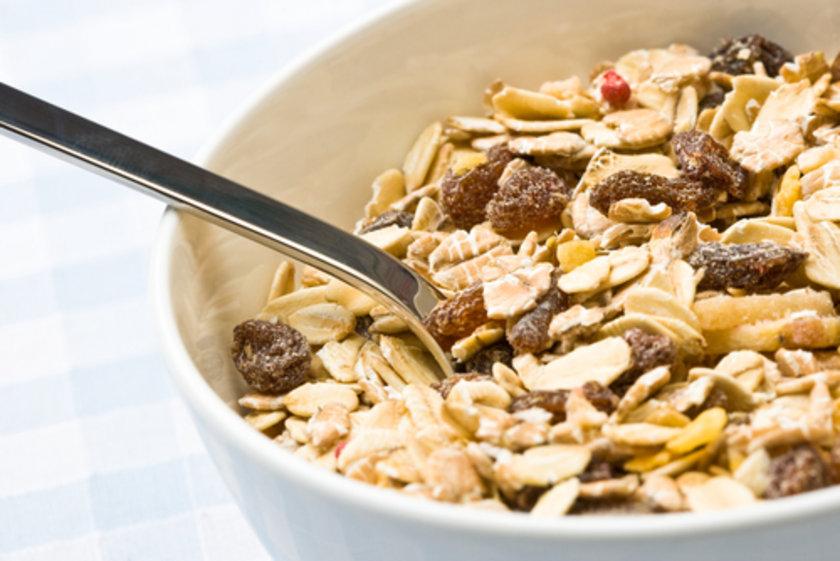 Yulaf, çavdar, tam buğday unu: B ve E vitamini içeriklerinden dolayı kalp hastalıklarını önleyici özellikleri vardır. Ayrıca protein, kalsiyum, demir, çinko, bakır, magnezyum açısından zengindir. Yulaf ezmesi, kepekli makarna ve bulgur tüketimi önemli!