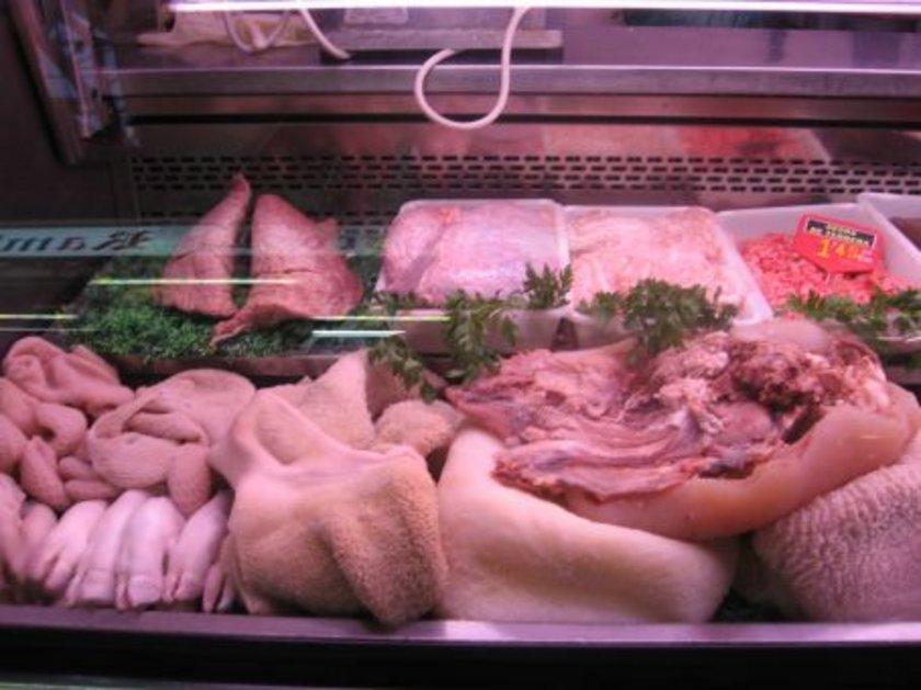 Sakatatlar; karaciğer, böbrek, dil, dalak, beyin ve et ürünleri; sucuk, pastırma, salam ve sosis