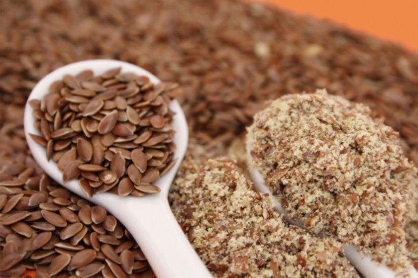 Keten tohumu: Doymamış yağ asitleri, potasyum, posa, E vitamini ve omega –3 içerir. Bu sayede kalp hastalıklarına karşı koruyucu etkisi bulunmaktadır. Her gün 1 çorba kaşığı keten tohumu yoğurt, çorba gibi besinlerin içine katılarak tüketilebilir.\n