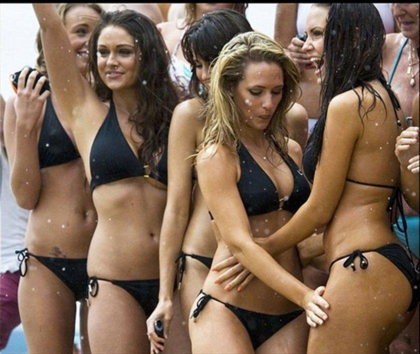 The Sun gazetesinin haberine göre, çoğu bikinili güzellerden oluşan 152 kişilik grup, altı metre çapındaki bir duşun altına sığıp birlikte duş almayı başararak Guinness Rekorlar Kitabı'na girdi...